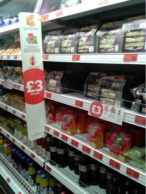 La tienda ofrece principalmente productos convenience y de food to go.