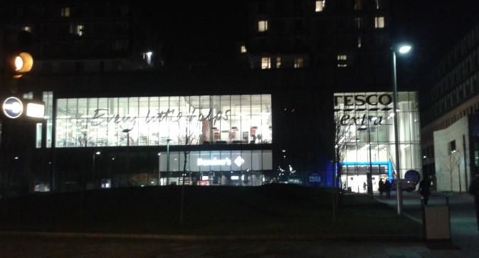 43 tiendas de Tesco apagarán las luces entre marzo y abril.